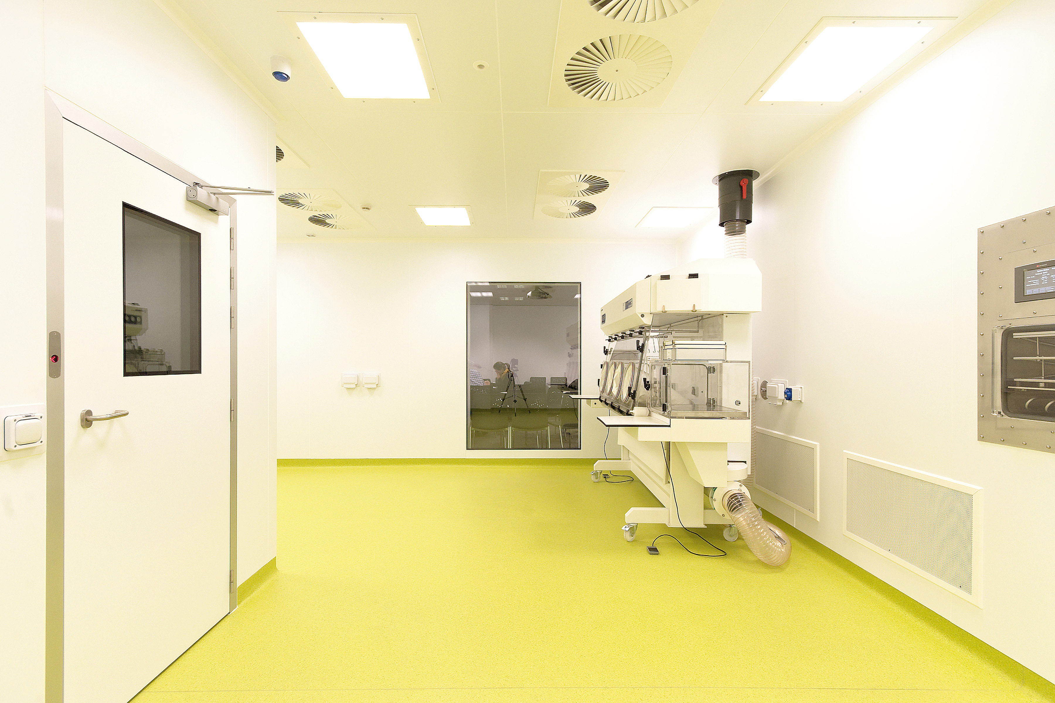 Clean Room: Bespoke Clean Room System For University Research Laboratories